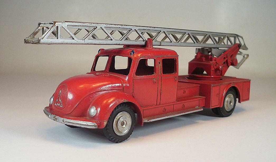 Märklin 8023 Magirus Deutz jefe de bomberos auto rosso