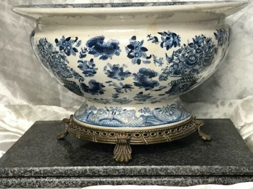 Ming-Style-Antique-Blue-White-Porcelain-Centrepiece-Bowl-With-Bronze-Base-Legs
