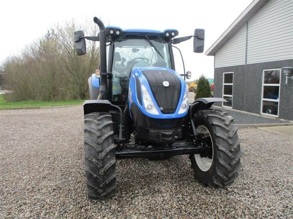 New Holland, T6.145 AC AutoCommand / Vario