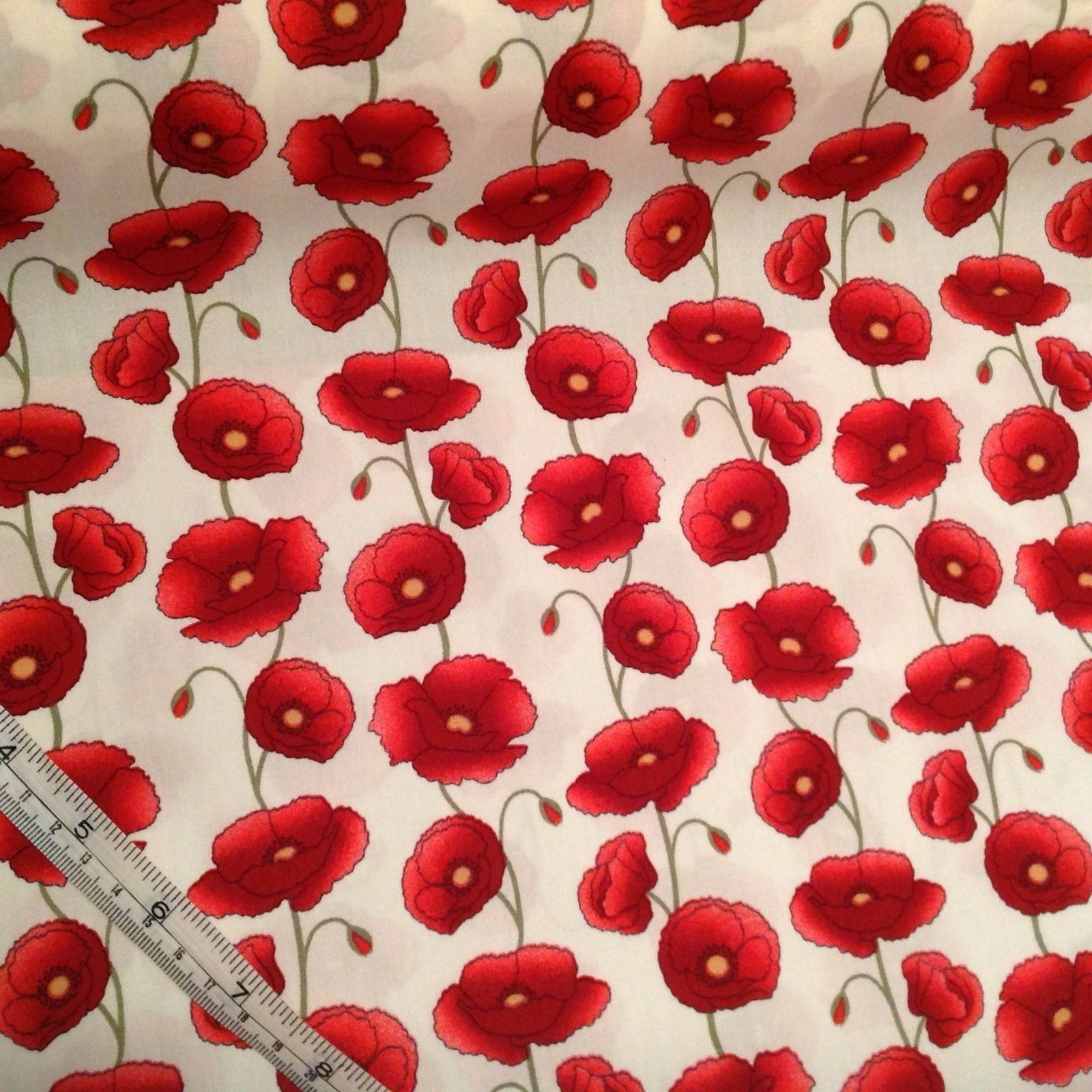 per 1//2 metre//FQ PINK POPPIES dressmaking//craft fabric 100/% COTTON