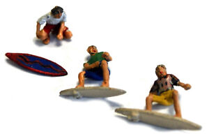 3-Surfers-surf-board-riding-waxing-F272-UNPAINTED-OO-Scale-Langley-Model-Figures