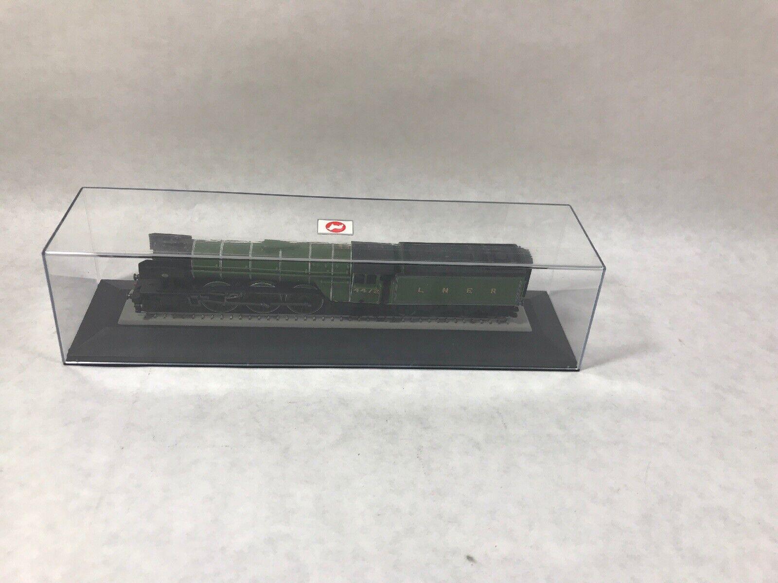 Hornby Flying Scotsman LNER 4472 Model Train Locomotive with Corgi Case