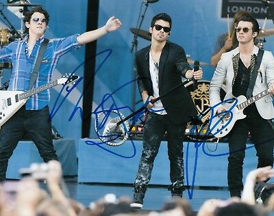 band Jonas Brothers Group Signed Joe Kevin* W/coa #3 Factory Direct Selling Price 8x10 Photo *nick