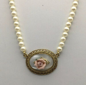 1928-PInk-Rose-On-Mother-of-Pearl-Oval-Pendant-Faux-Pearl-Necklace-Gold-Tone