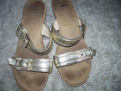 Precioso Sandalias de cuero de oro por Per Una, tamaño 7.5