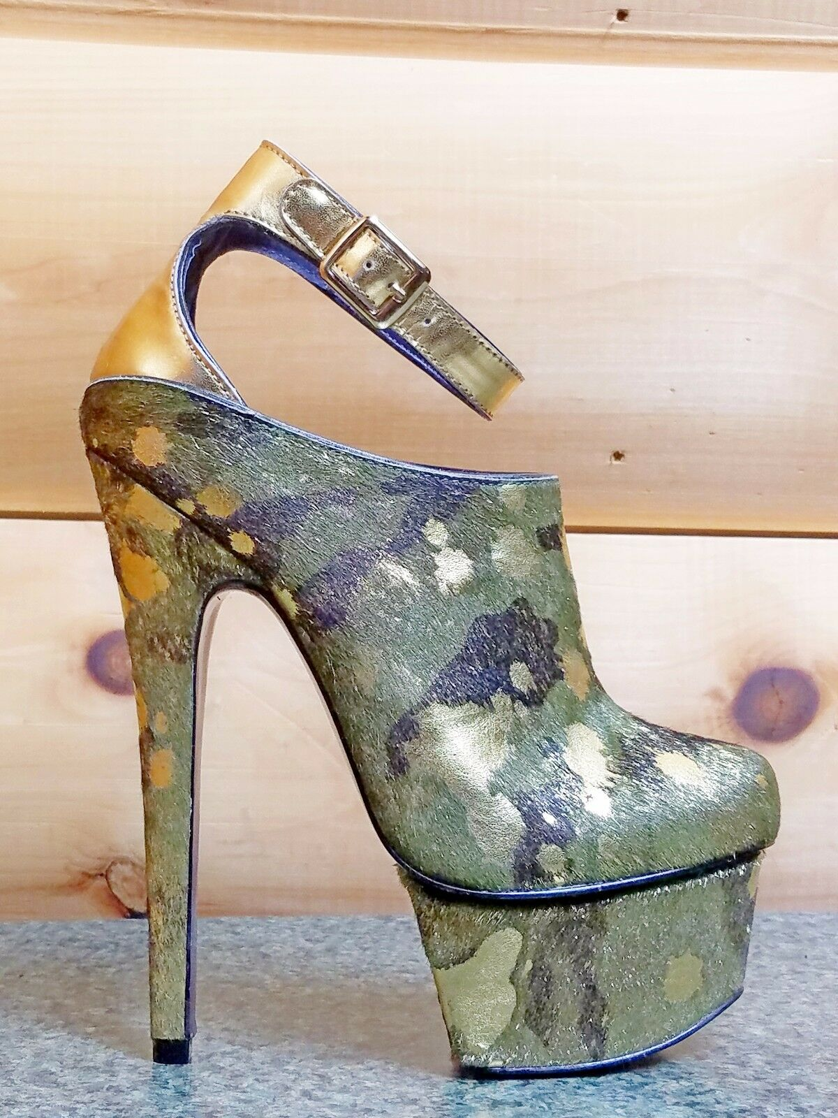 Zigi NYs London Trash Wynne Camo Army gold Pony Fur Platform High Heel shoes