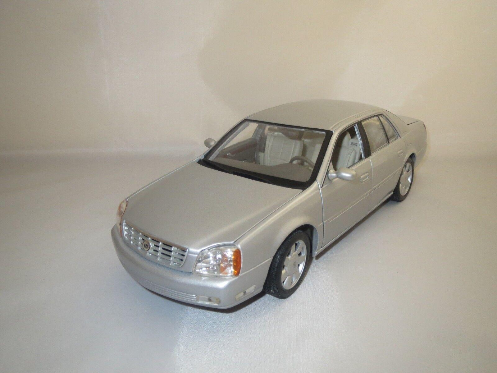 Maisto Cadillac 2000 Deville (argent-Met.) 1 18 sans emballage