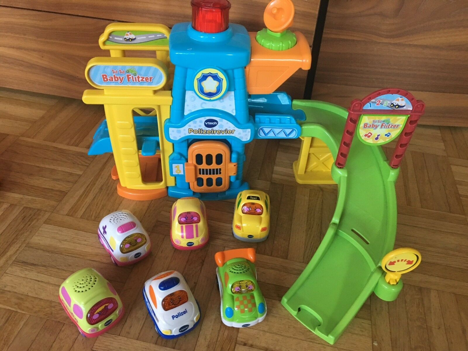 Vtech Tut Tut Swifty Police Station with 6 Cars