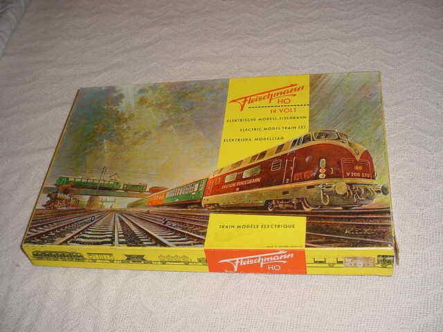 1960's FLEISCHMANN TRAIN SET STEAM LOCOMOTIVE & CARS HO SCALE MODEL  315 3