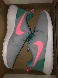 Details about New Mens Nike Roshe One Mens Running Shoes Size 9.5 Grey  Green Pink 511881-036