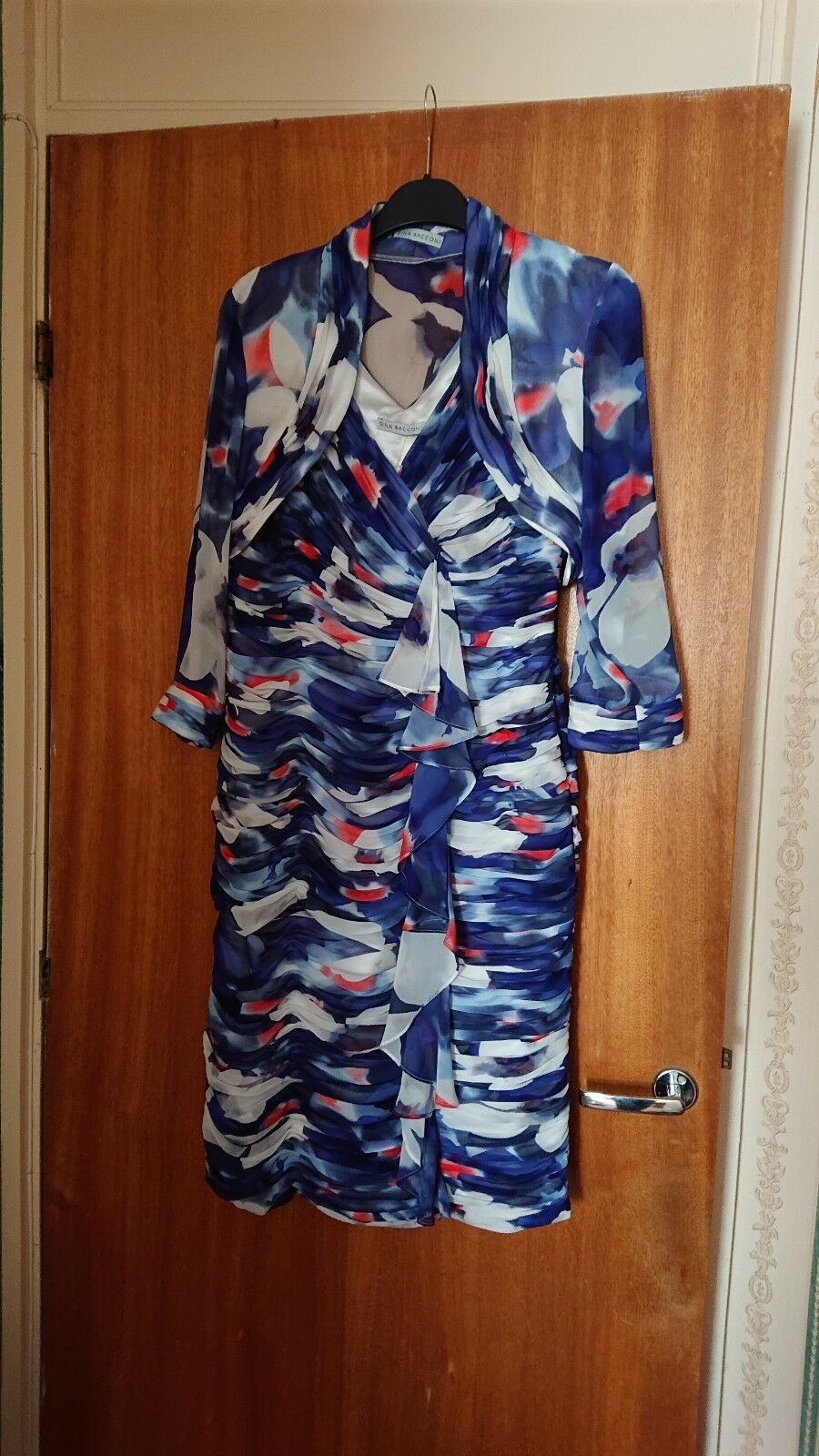Ladies multi coloured 2 2 2 piece dress suit size 14 ID SE50233  by GINA BACCONI 2b24a2