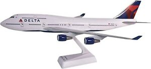 Flight-Miniatures-Delta-Airlines-Boeing-747-400-Desk-Top-1-200-Model-Airplane
