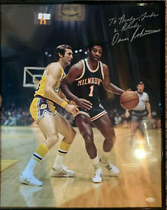 Oscar-Robertson-Milwaukee-Bucks-Autographed-16x20-photo