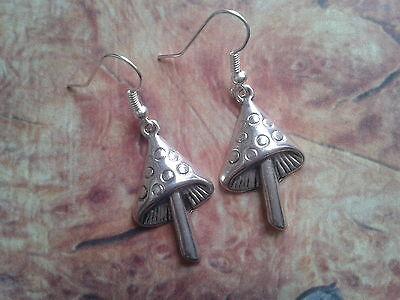 MUSHROOM TOAD STOOL FAIRY FANTASY MAGICAL CH252 Silver Plated Charm Earrings