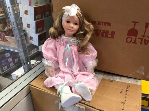 Ute Kase Lepp doll poupée en porcelaine 59 cm.   Top condition
