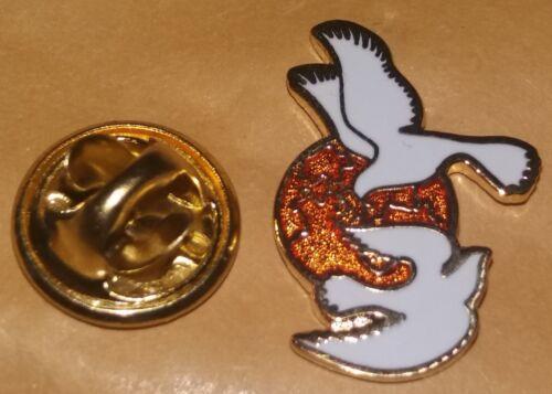 new design world peace doves  lapel Badge a