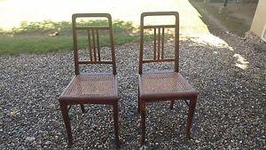 Ancienne-paire-de-chaises-cannees-Chaise-de-chambre-Art-Deco