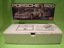SCHUCO 3089 PORSCHE 928 - MARTINI No 1 - RC RADIO CONTROL - 1:16 GIB