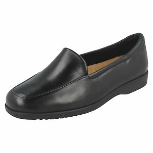 Clarks-Georgia-Ladies-Black-Leather-Loafer-Shoes-E-Fit-R9B