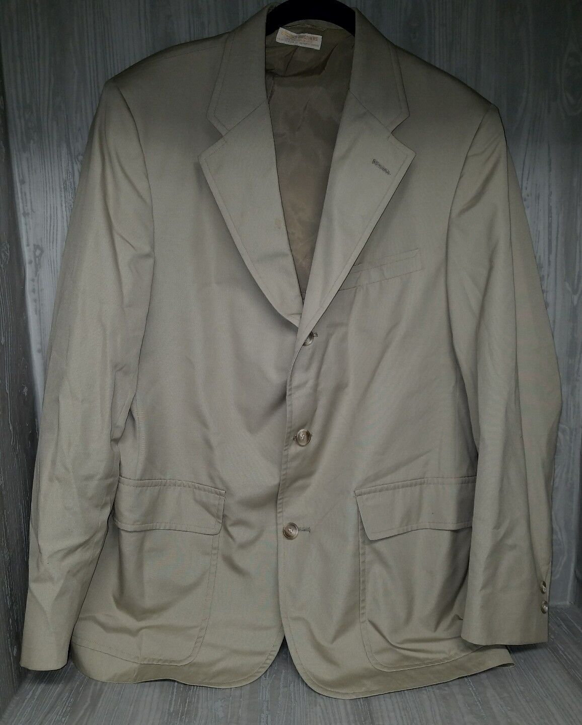 Brooks Brothers 1818 All-season Khaki 3 Button Suit Größe 41R  23