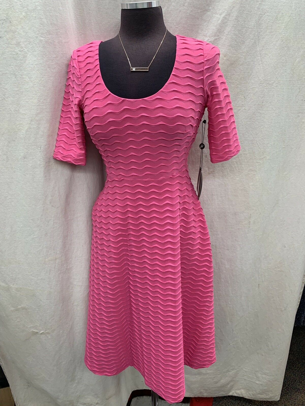 ADRIANNA PAPELL DRESS NEW  SIZE 6 RETAIL 129 STRETCH FABRIC LENGTH 42' PINK