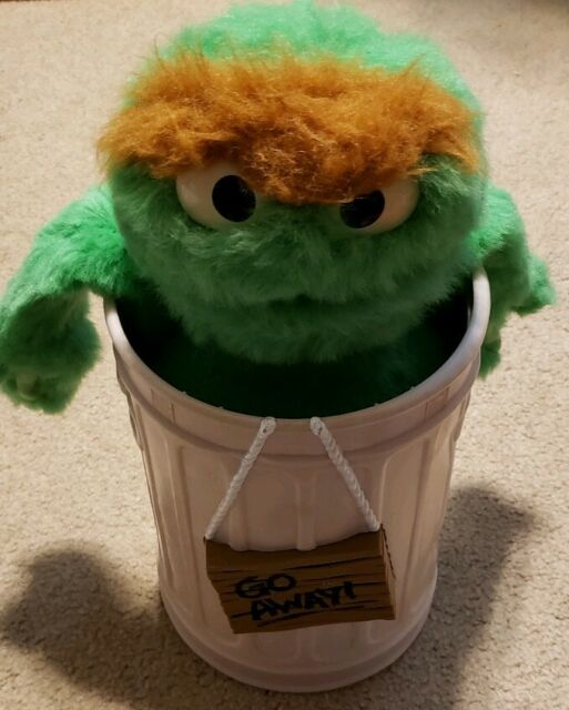 Vintage 1986 Sesame Street Oscar The Grouch Trash Can Toy