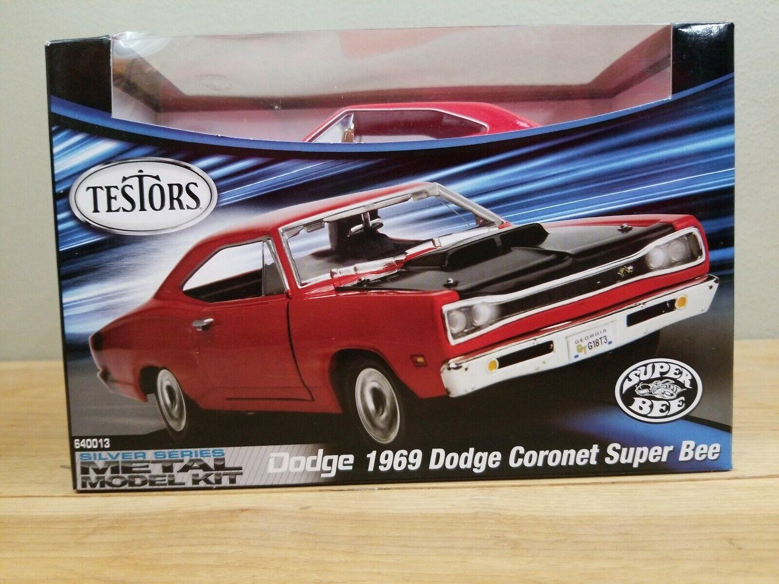 Testors silver Series 1969 Dodge Cguldnet Super Bee 1 24 röd