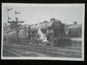 POSTCARD-ROYAL-SCOT-CLASS-LOCO-NO-46160-QUEENS-WESTMINSTER-RIFLEMAN-AT-STOCKP