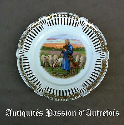 B20141073 - Petite Assiette Ajourée En Porcelaine Fine Décor Berger