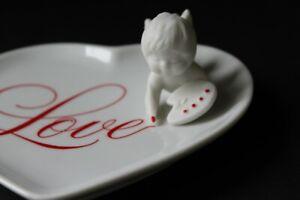 Vintage-Avon-Cupid-039-s-Message-Porcelain-Dish-Cherub-1984