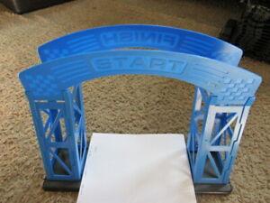 Artin 1:32 Start - Finish Line Bridge and track supports