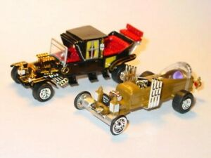 MUNSTERS-KOACH-amp-DRAGULA-CAR-SET-COLLECTIBLE-TV-FAMILY-amp-COFFIN-CARS-Gold-Black