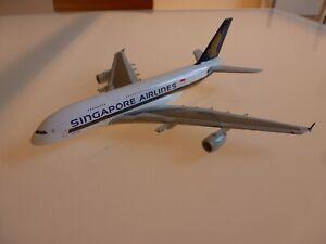 MAQUETTE D'AGENCE EN METAL AVION AIRBUS A 380 COMPAGNIE SINGAPORE AIRLINES