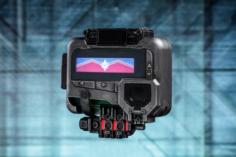 Hot Juguetes LMS009 1 1 Capitán Marvel localizador Modelo con luz LED COLECCIÓN F