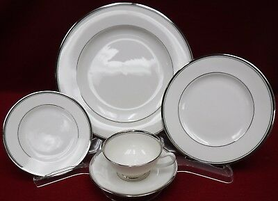 WEDGWOOD china BLUE SIAM pattern 5pc PLACE SETTING cup saucer dinner salad bread