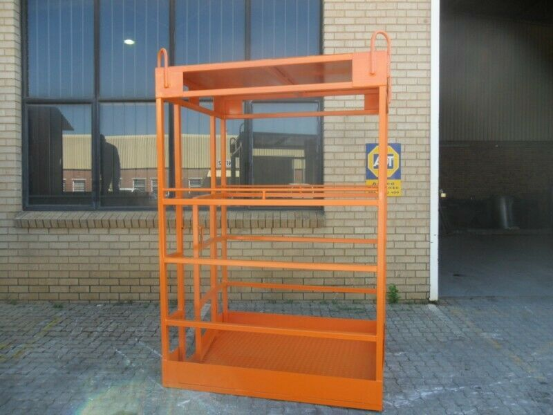 Man cages safety/lifting
