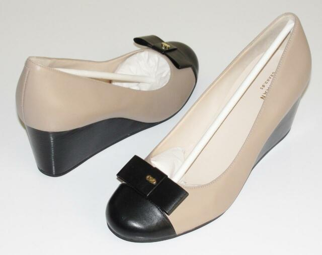 COLE HAAN~NWOB~$180.00~NUDE TAN/BLACK~LEATHER *ELSIE* BOW WEDGE SHOES PUMPS~10.5