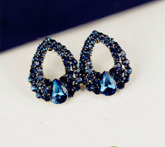 New Fashion Charm Rhinestone Hollow Out Water Drop Golden Metal Earring Stud
