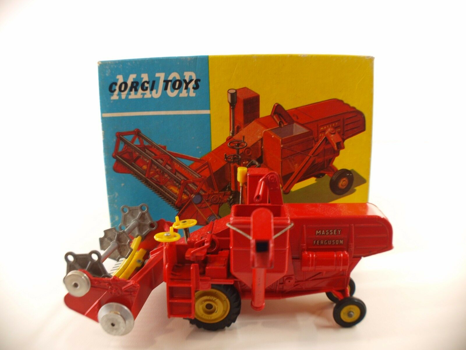 Corgi n° 1111 Massey Fergusson 780 Combine harvest moissonneuse agricole boite