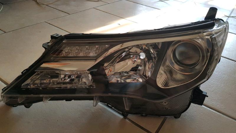2014/2015 Toyota Rav 4 front passenger side headlight