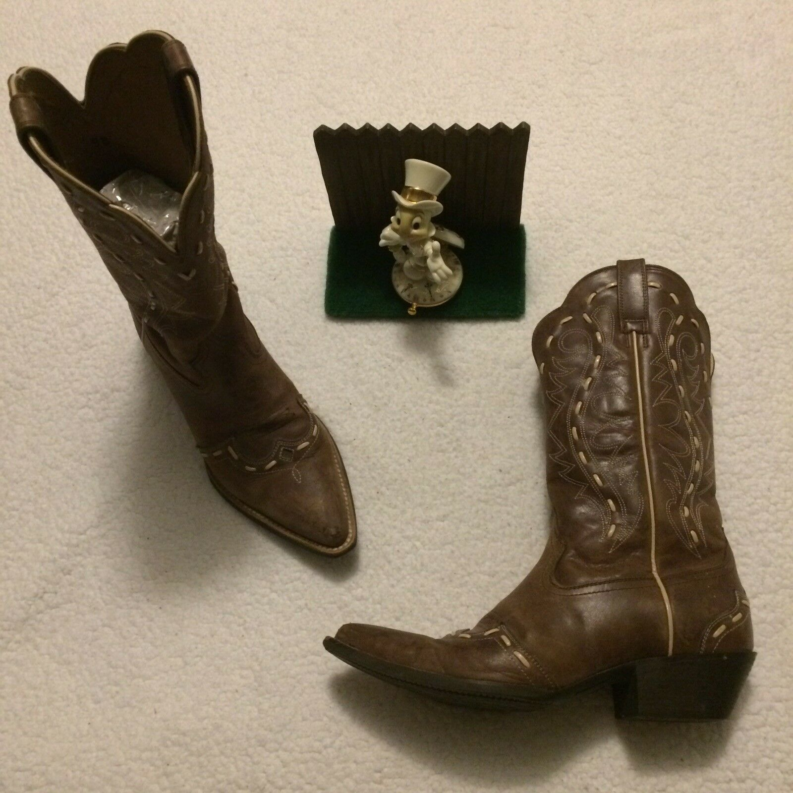 Ariat womens cowboy boots size 9 B 15766 Brown.. Minimal Wear.. Very Nice