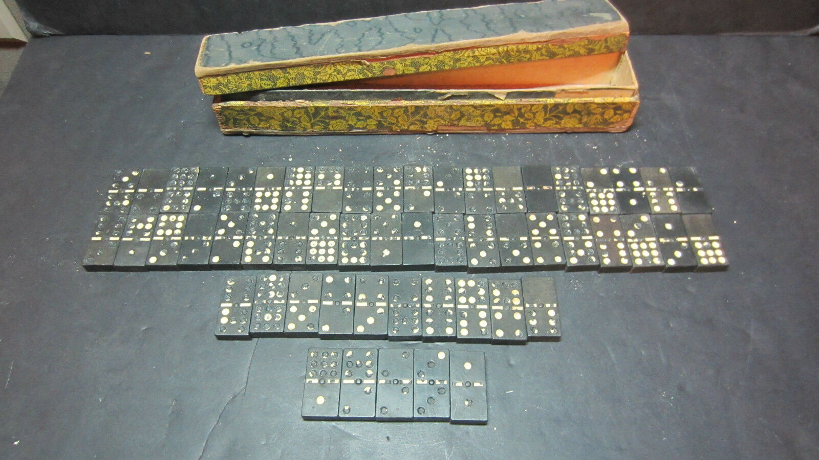 Vintage Wood Dominoes blancoo Dots Shedding 55 Pieces in Old Floral Wood Box Worn