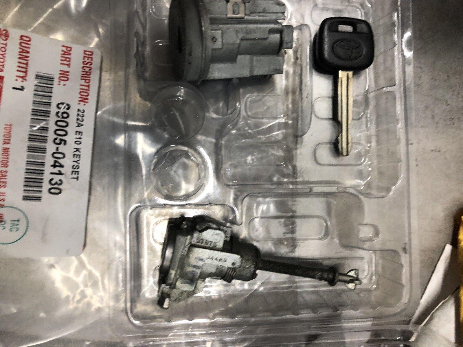 Genuine Toyota 69005-04130 Lock Cylinder Set