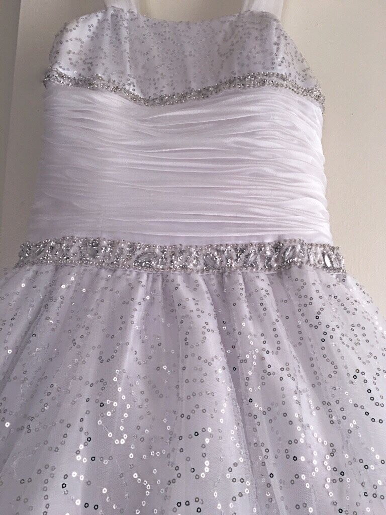 white ball gown - image 3
