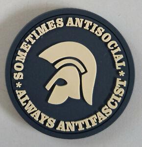 sometimes-antisocial-always-antifascist-soft-PVC-Kuehlschrankmagnet-schwarz