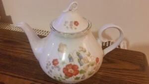 Polish-floral-pattern-bone-china-tea-pot