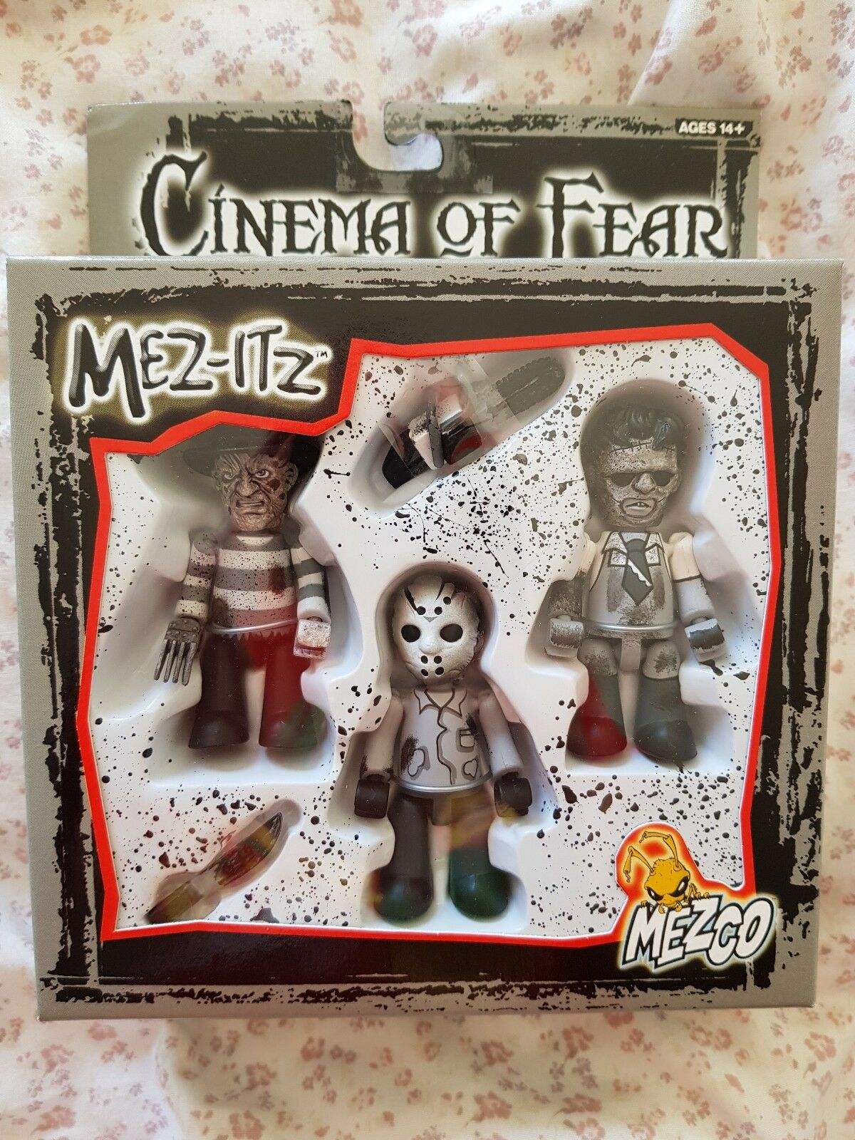 Mezco mez-itz cinema of fear rare schwarz and Weiß set w shipping box leatherFace