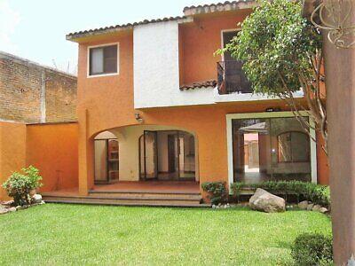 Venta de Casa Remodelada, Cerrada con Vigilancia, No Alberca, Col. Vista Hermosa, Zona Dorada