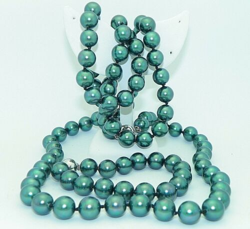 3 PIECE DYED GREEN FRESHWATER CULTURED PEARL NECKLACES AND BRACELET SET