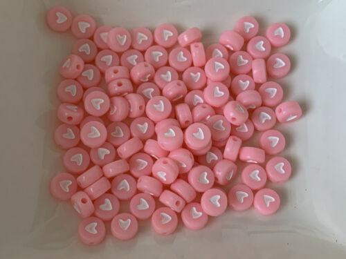 100 Herzen Kunststoff  Acryl Perlen pastell rosa Buchstabenperlen 7mm V141